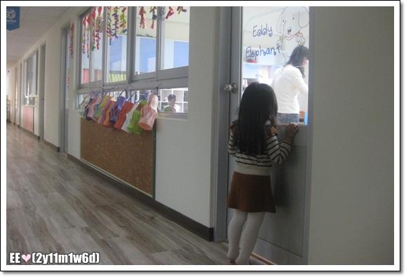 看幼稚園小朋友上課