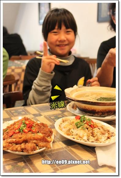 小姑姑吃米線