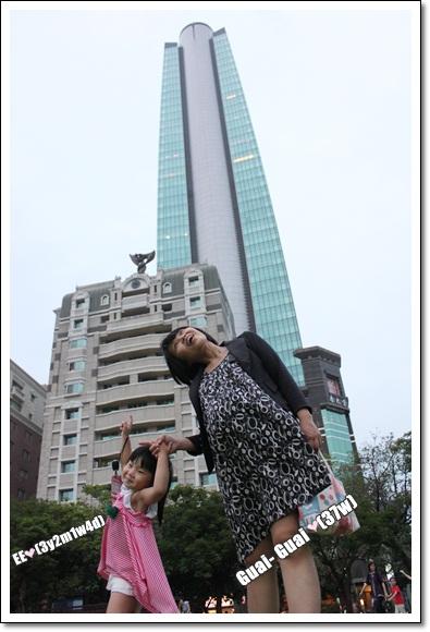 勤美綠園道母女與高樓