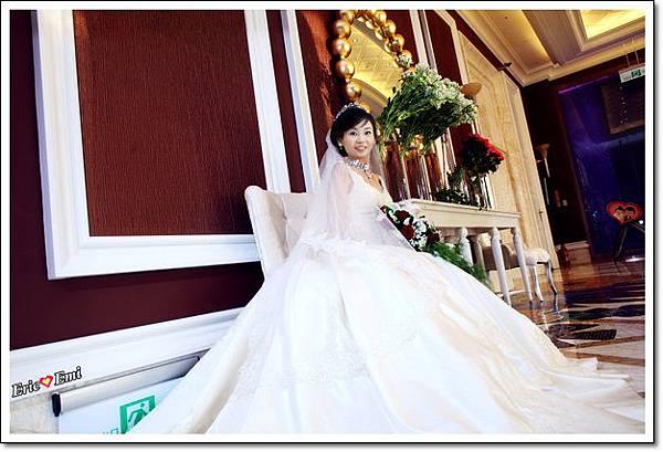 婚禮大裙擺