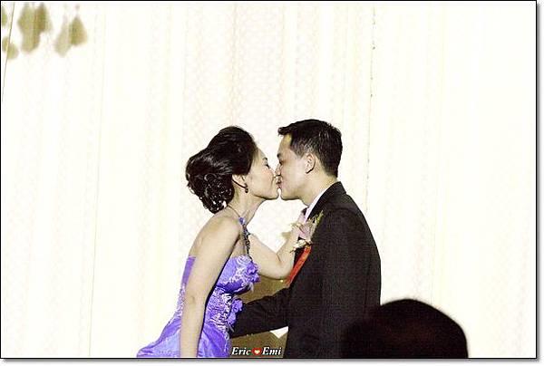 婚禮活動中kiss