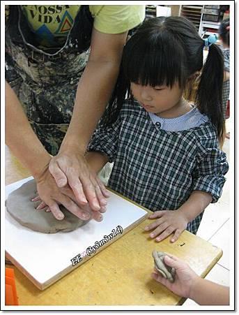0815藝術課程壓手印(縮)