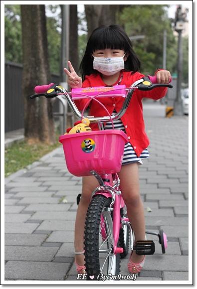 EE戴口罩騎腳踏車