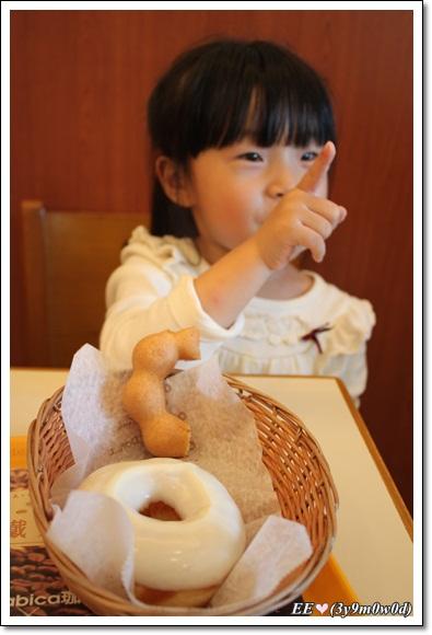 EE享受甜甜圈