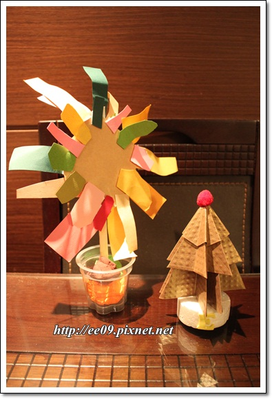 Emi 耶誕樹與EE太陽花