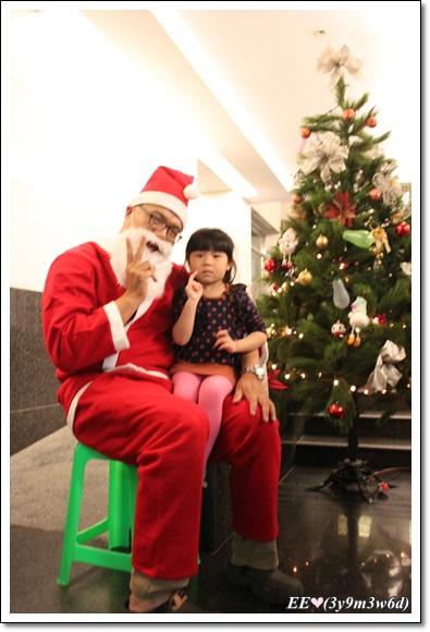 EE與聖誕老公公合影