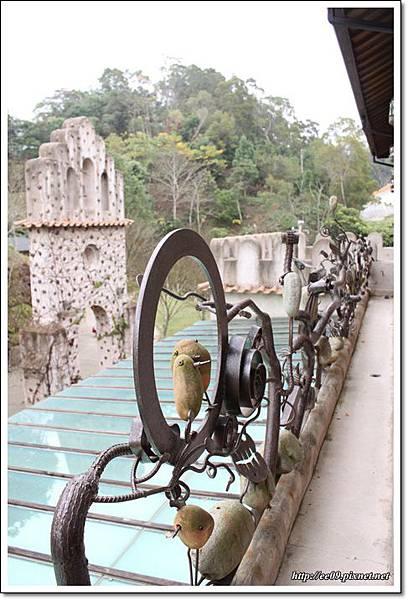 從二樓看過去的造型鐵管