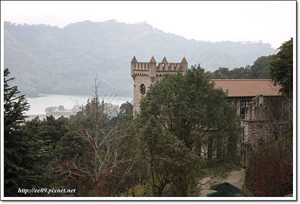 遠眺城堡與鯉魚潭-1
