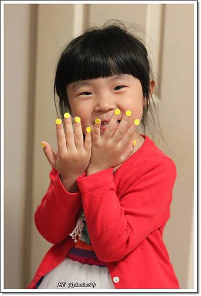 假的黃色指甲油