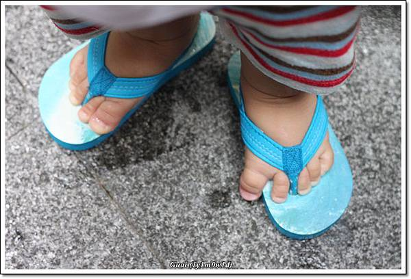 乖乖搞笑的獨腳鞋穿法