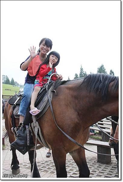 母女騎馬.JPG