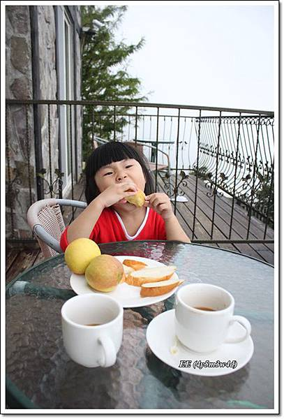 蜜蘋果與麵包咖啡.JPG