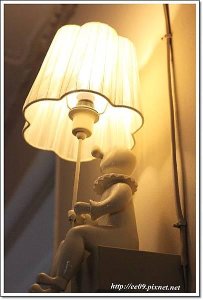 小人兒檯燈.JPG