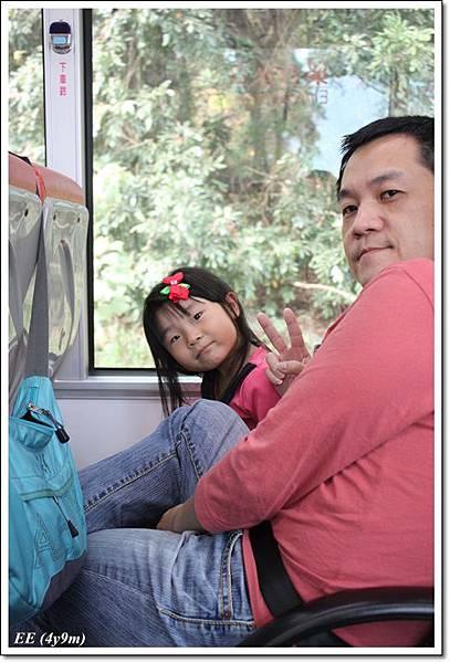 父女公車上