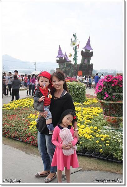 母子女花城堡前