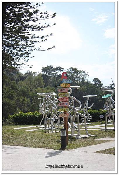 入口處一旁的迷宮雕塑區.JPG