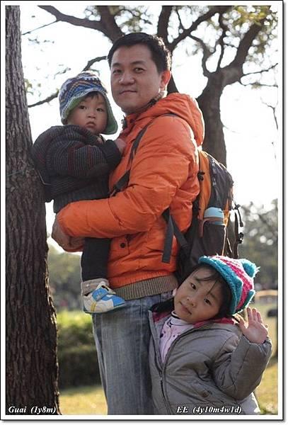 父子女三人陽光樹下.JPG