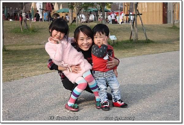 農博母子女三人