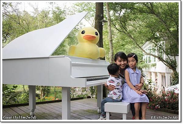 母子女鋼琴前.JPG