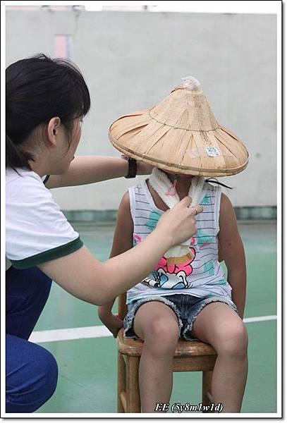 EE戴斗笠.JPG