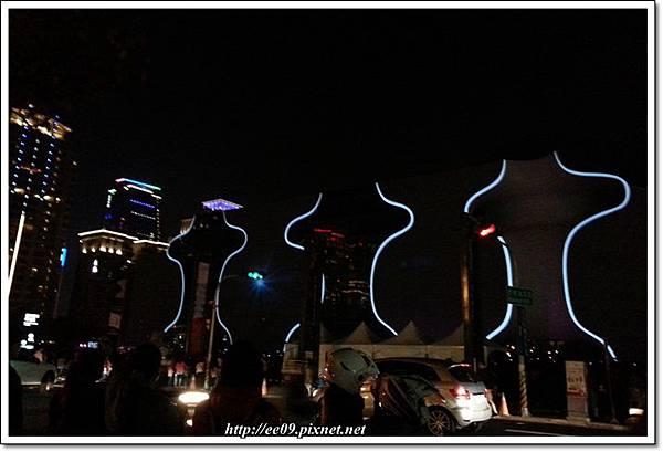 對街拍光雕-3.jpg