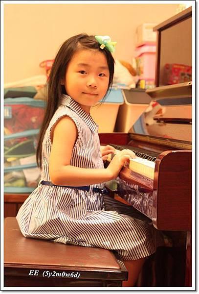 EE彈鋼琴.JPG