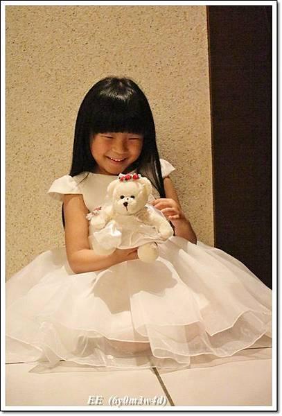 EE穿白色小禮服-3.JPG