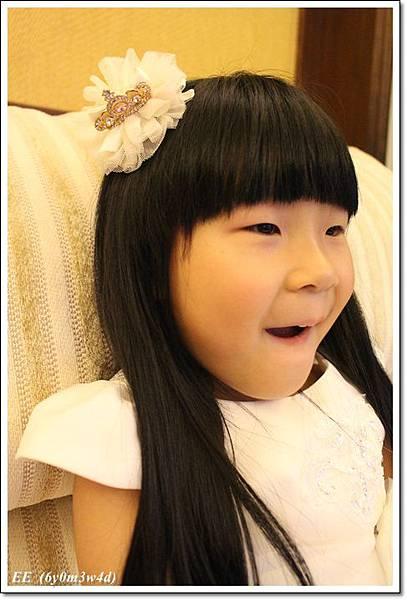 EE穿白色小禮服-7.JPG