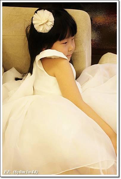 EE穿白色小禮服-10.JPG