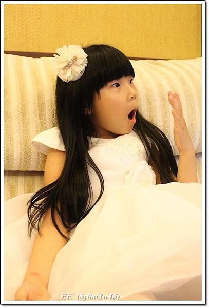 EE穿白色小禮服-8.JPG