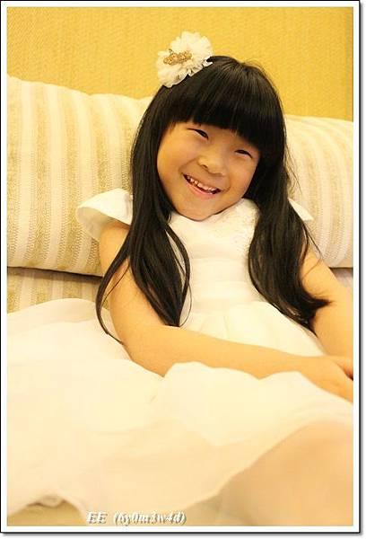 EE穿白色小禮服-9.JPG