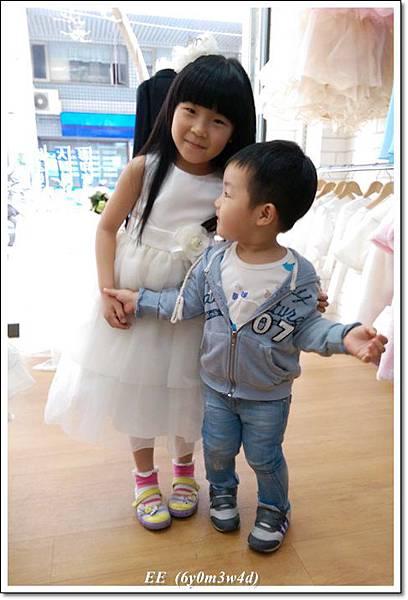 (店家)EE穿白色小禮服-5