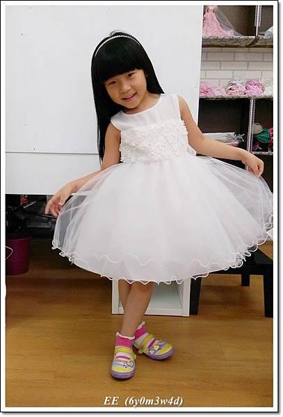 (店家)EE穿白色小禮服-7