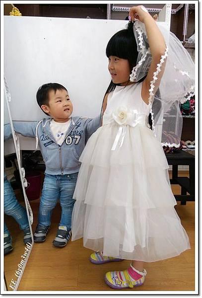 (店家)EE穿白色小禮服-1