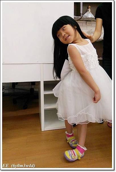 (店家)EE穿白色小禮服-2