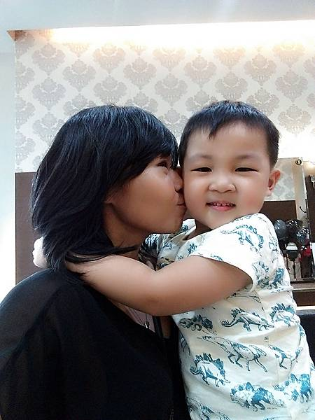 0522母子自拍-kiss