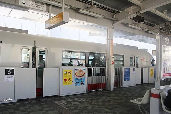 0729-2電車進站.JPG