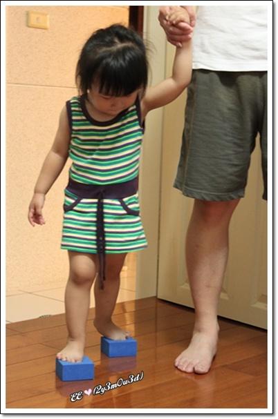 積木穿鞋子.jpg