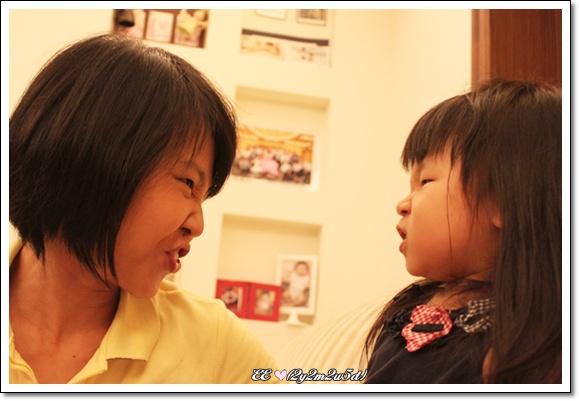 母女比賽做表情-1.jpg