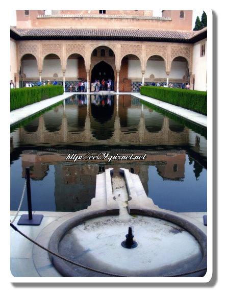 La Alhambra鑰匙孔池.jpg