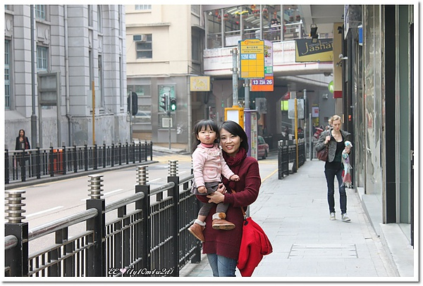 亞畢諾道街邊母女.jpg