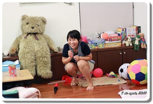 Emi 表演火箭氣球.JPG