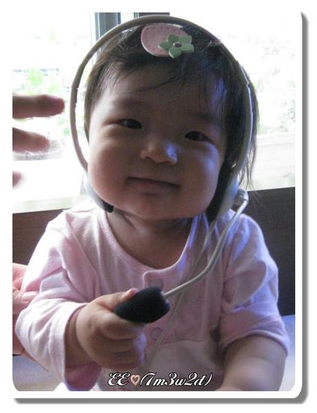 1017戴耳機.jpg