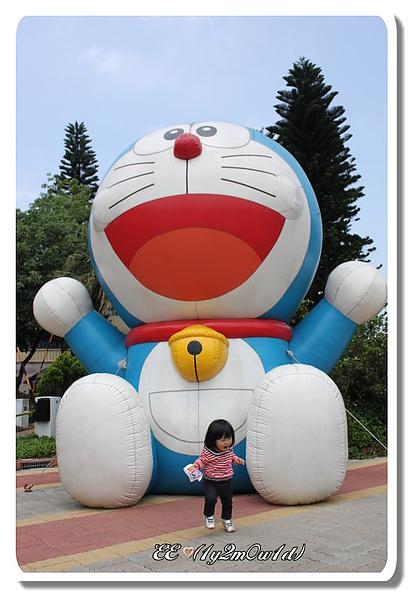 EE與小叮噹充氣球.jpg