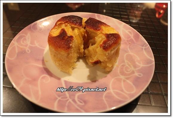 鳳梨杯子蛋糕切開.jpg