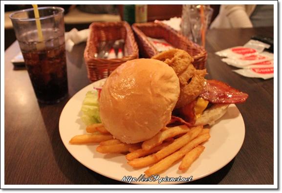 龍捲風牛肉漢堡.jpg