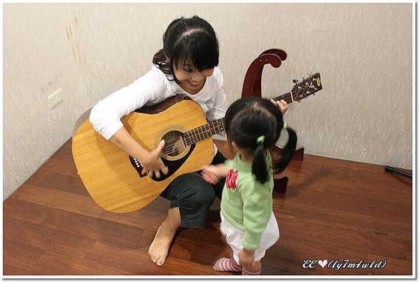 馬麻教吉他.jpg