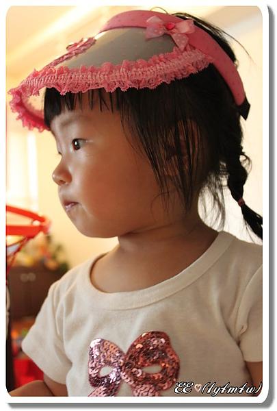 試戴粉紅遮陽帽.jpg