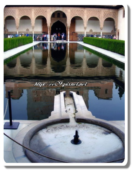 La Alhambra鑰匙孔池(縮).jpg