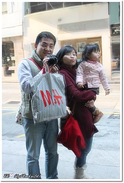 蘭桂坊鏡面三人自拍.jpg